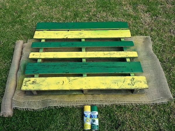 DIY Pallet Garden Painting