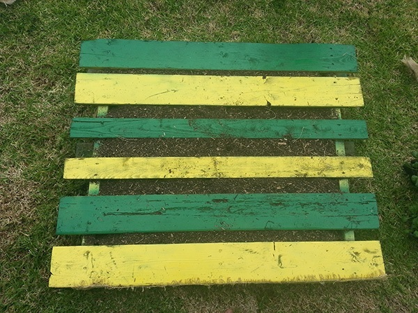 DIY Pallet Garden Adding Soil