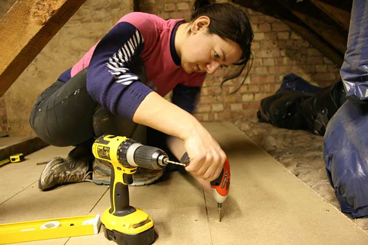 Using an electric screwdriver