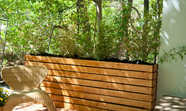 green wall planter fence