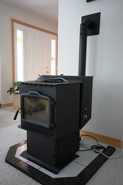 Freestanding pellet stove