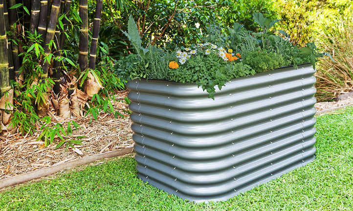 How to fill a tall raised bed