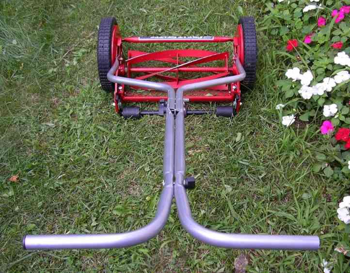 Reel mower with a T-shaped handle