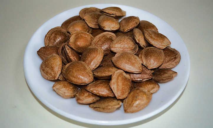Almonds in hull